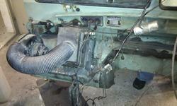 Details Spritzwand Motorraumseite