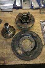 Land Rover Vorderachse - Achsschenkel, Nabe, Bremsankerschild